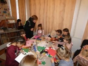 Керівник гуртка «Виготовлення сувенірів «Берегиня» Хромишин Марія Дмитрівна ділилась досвідом з колегами та провела творчу майстерню