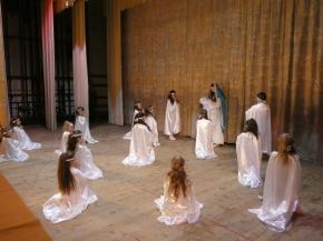 Вивчати  мистецтво  танцю  завжди  цікаво.